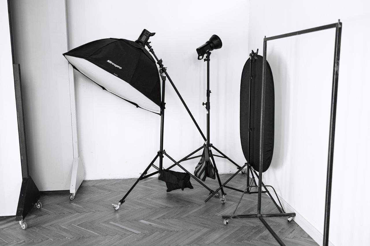Зал з фонами «Backgrounders» Zoom Studio